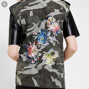 Silence + Noise camo with floral design vest